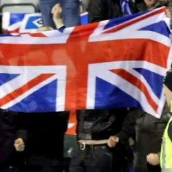 Flaga zjednoczonego królestwa Wielkiej Brytanii ma maszcie w Dublinie
