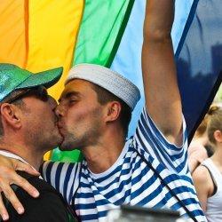 Znaczący spadek liczby przeciwników małżeństw homoseksualnych