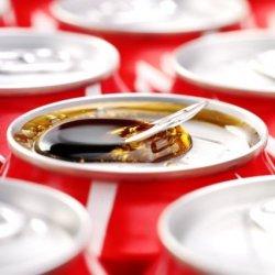 Ludzkie odchody w puszkach Coca-Coli