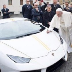 Papież Franciszek dostał Lamborghini za 185 tys. euro