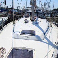 Jacht pary polskich żeglarzy odnaleziony, jedna osoba zaginęła