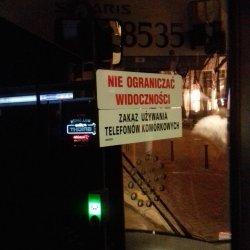 Zakaz używania telefonów komórkowych w warszawskich autobusach