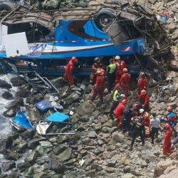 48 ofiar upadku autobusu w przepaść