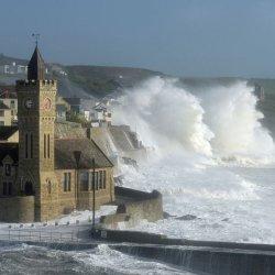 Gradobicie, deszcz i porywisty wiatr - załamanie pogody w Irlandii
