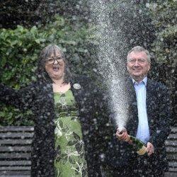 Irlandzkie małżeństwo rozdaje wygraną na loterii