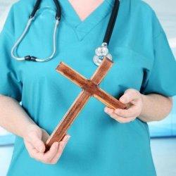 Irlandzki rząd apeluje do szpitali o usuwanie symboli religijnych