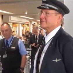 Chór pożegnał pilota odchodzącego na emeryturę