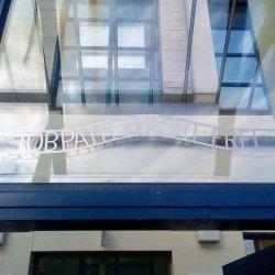 Skandaliczny napis na urzędzie w Cork zniknął po interwencji Polaków