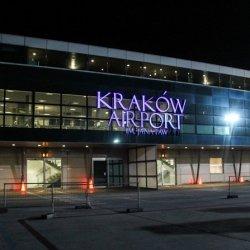 Setka pasażerów czekała w Krakowie kilkanaście godzin na lot do Dublina