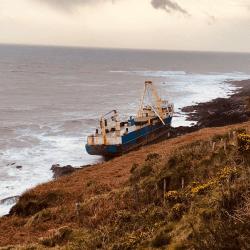 Dennis wypchnął tajemniczy statek na wybrzeże w pobliżu Cork