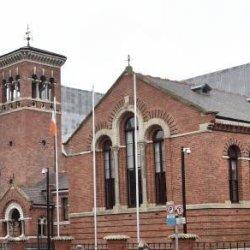 Polak przed sądem w Cork za oplucie policjantów