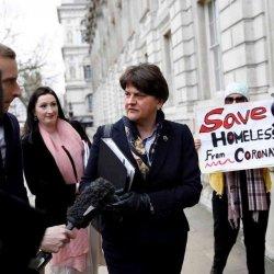 Matka przed sądem domaga się zamknięcia szkół w Irlandii Płn.