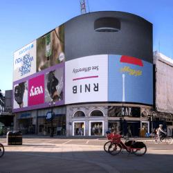 Reklamy na Picadilly Circus odwrócone do góry nogami