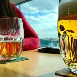 Kupują bilety, żeby napić się piwa na lotnisku