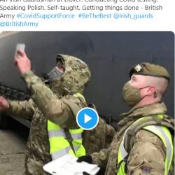 Irlandzki żołnierz tłumaczył po polsku, jak wykonać test na COVID