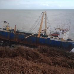 Wrak statku już od roku straszy u wybrzeży Irlandii