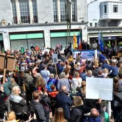 Protesty w Cork i Dublinie