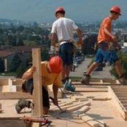 Niższe pensje dla pracowników budowlanych