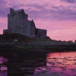 Wzrosła liczba turystów odwiedzających Irlandię.