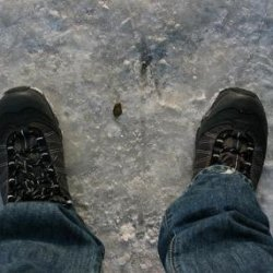 Śmiertelny upadek na lodzie