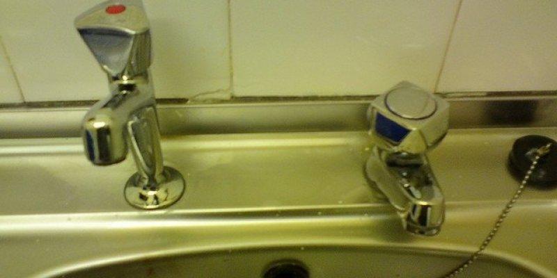 Montaż wodomierzy już w 2013 roku, ale data płacenia za wodę oddala się