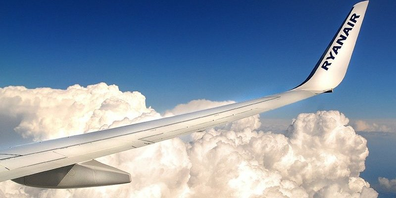 Awaryjne lądowanie Ryanaira po utracie ciśnienia w kabinie samolotu