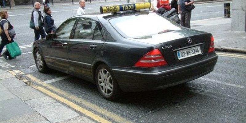 Obrabował pocztę w centrum Dublina, wsiadł do taksówki i zniknął