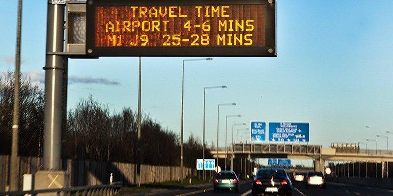 Chaos na M50 po dwóch wypadkach na początku długiego weekendu. Uważajcie na drogach!