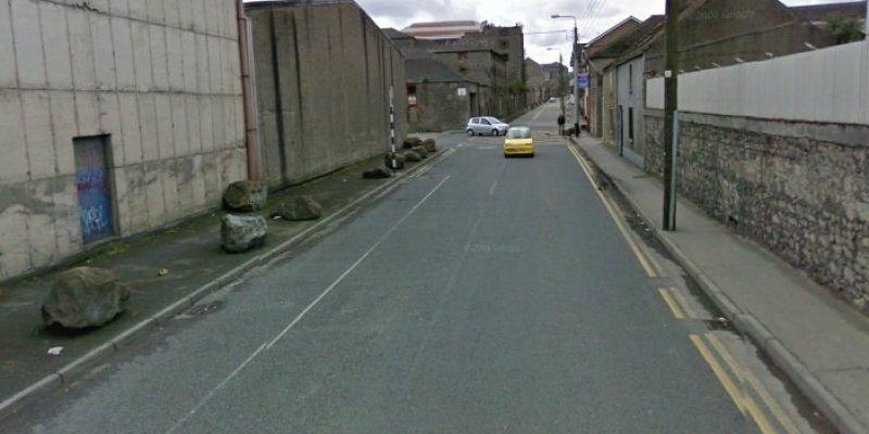 Śmierć poszukiwanego przez Garde mężczyzny w centrum Droghedy