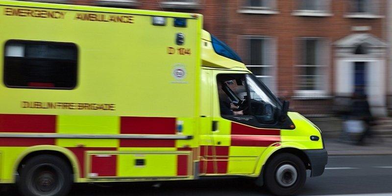 Sześciu rannych po zderzenie karetki pogotowia z osobówką w Dublinie