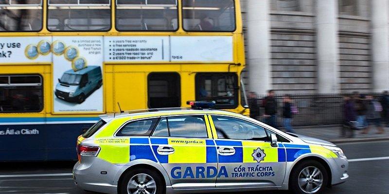 Młody chłopak wpadł pod autobus w centrum Dublina. Zginął na miejscu