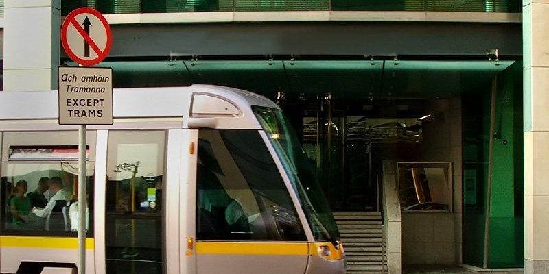 Opóźnienia tramwajów na czerwonej linii LUASa