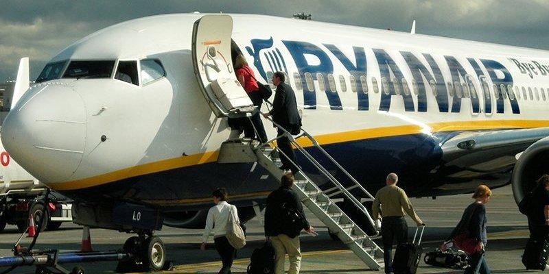 Pasażer lotu z Faro do Dublina zmarł na pokładzie samolotu linii Ryanair