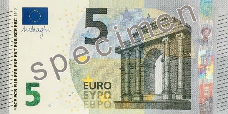 Od maja EBC wprowadza nowy wygląd pięcioeurówki