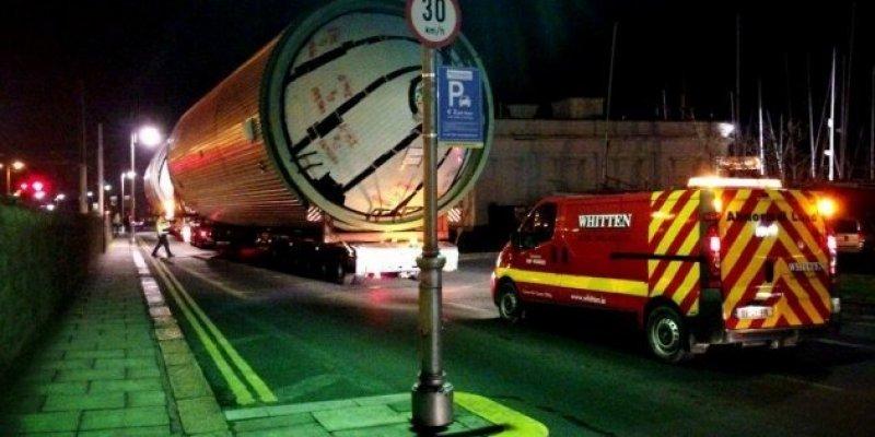 Gigantyczne silosy Guinnessa przejechały przez centrum Dublina