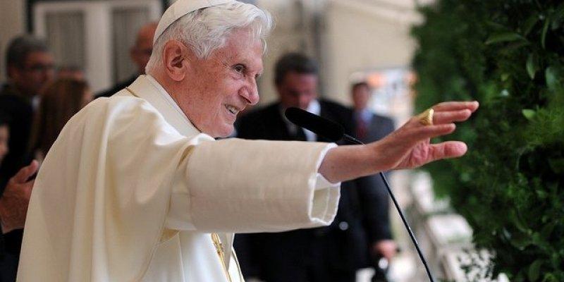 Papież Benedykt XVI kończy swój pontyfikat