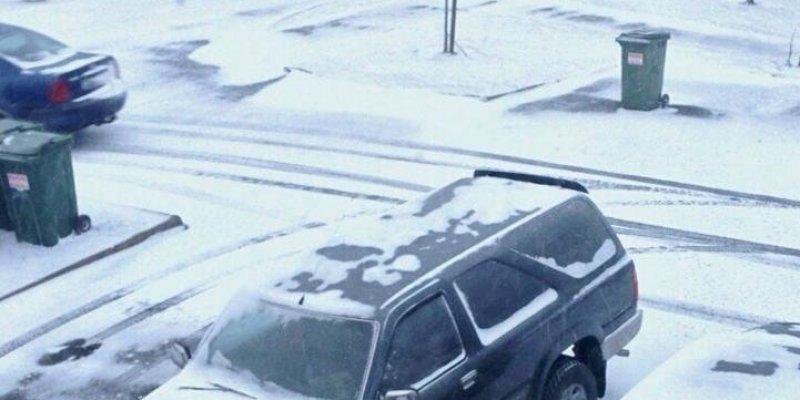 Obfite opady śniegu skutecznie utrudniają pracę lotniska w Dublinie