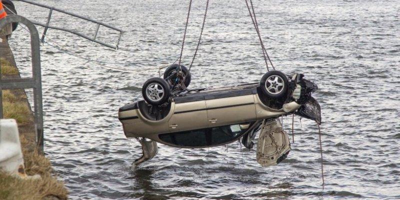 Młody Węgier utonął w rzece w Arklow. 20-letniej Polce udało wydostać się z tonącego auta