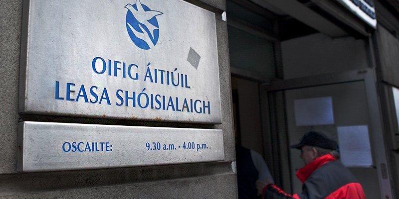 Przez rok wyłudził z socjala ponad 7500 euro podróżując z Polski do Irlandii