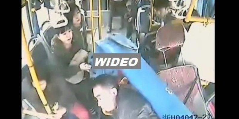 Kierowca autobusu ocalił swoich pasażerów, gdy w autobus uderzył ogromny słup
