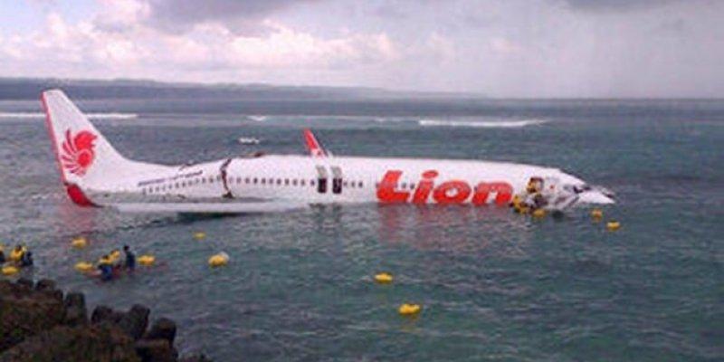 Boeing 737 wpadł do morza