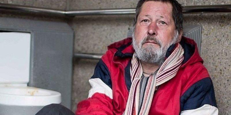 Bezdomny Czech, który mieszkał w publicznej toalecie, zmarł