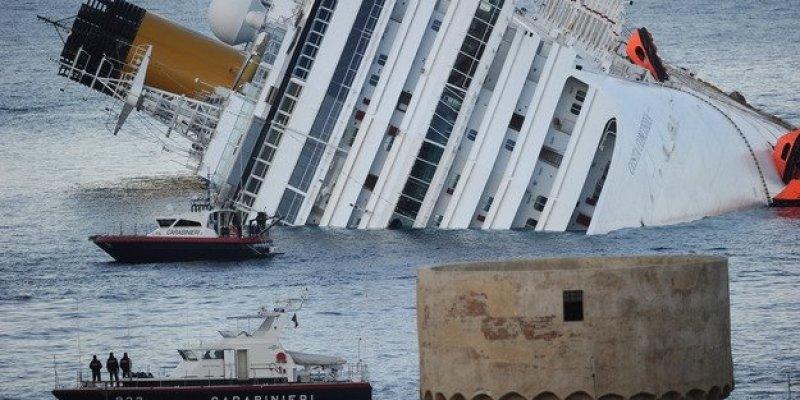 Szalupy i łodzie ze statku Costy Concordii na sprzedaż.