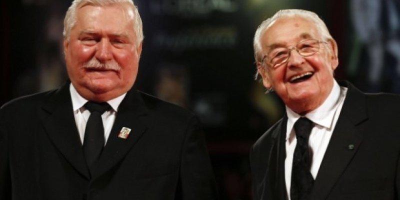 Owacyjne przyjęcie Andrzeja Wajdy i Lecha Wałęsy w Wenecji