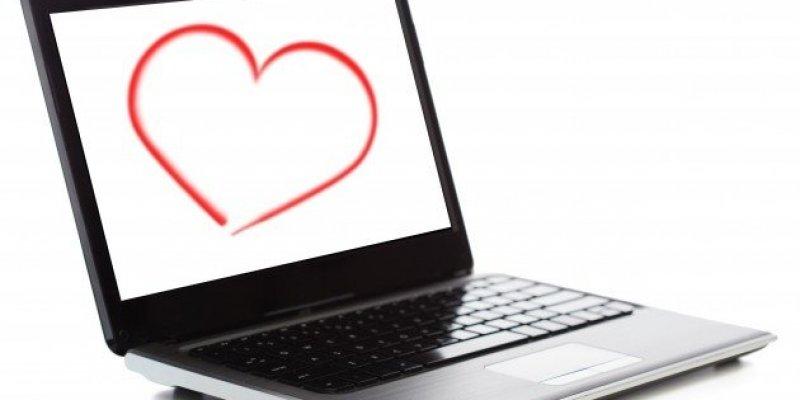 Mężczyzna walczy o prawo do małżeństwa z... własnym komputerem