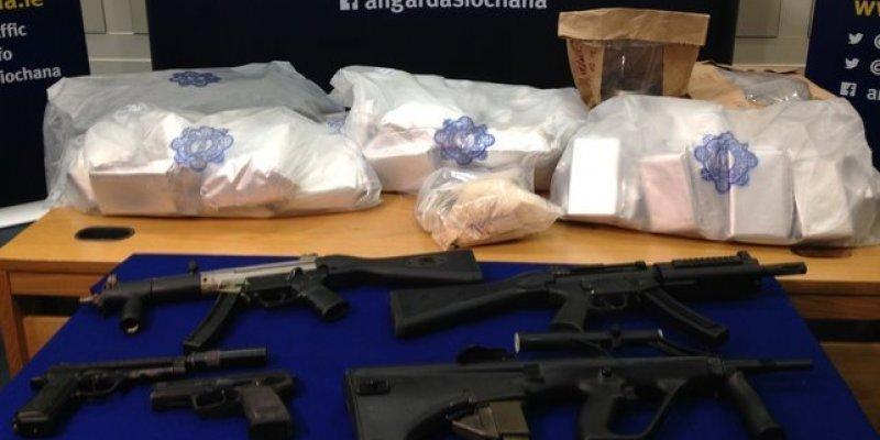 Dubliński gang narkotykowy rozbity! Ponad 30 kilogramów heroiny, karabiny maszynowe i broń krótka - łupem Gardy!
