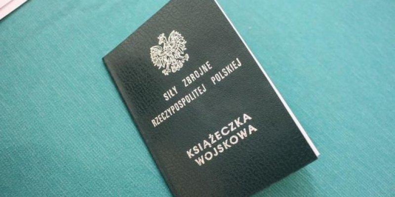Wojskowa kwalifikacja zdrowotna, prowadzona w Polsce, obowiązuje także osiemnastolatków z polskim paszportem - także z Irlandii. Jeśli... - warto przeczytać.