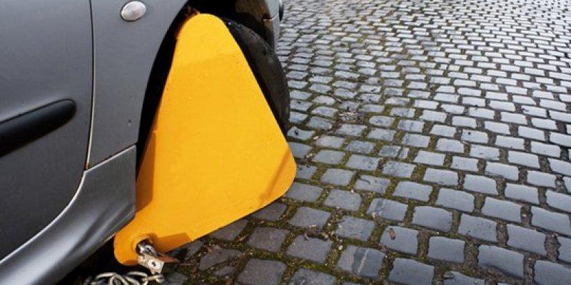 W Dublinie drożej za ... zakładanie blokad na koła. Klampy, ach klampy...