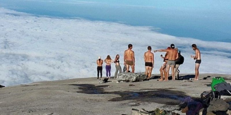 Turyści aresztowani za pozowanie nago na świętej górze Kinabalu w Malezji