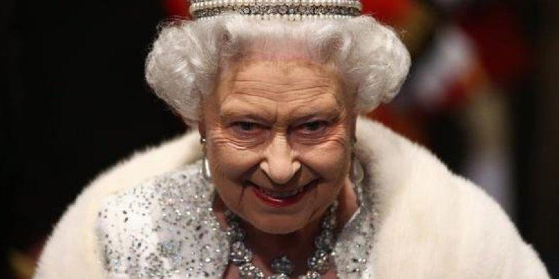 Królowa brytyjska pozwana przez Hindusów